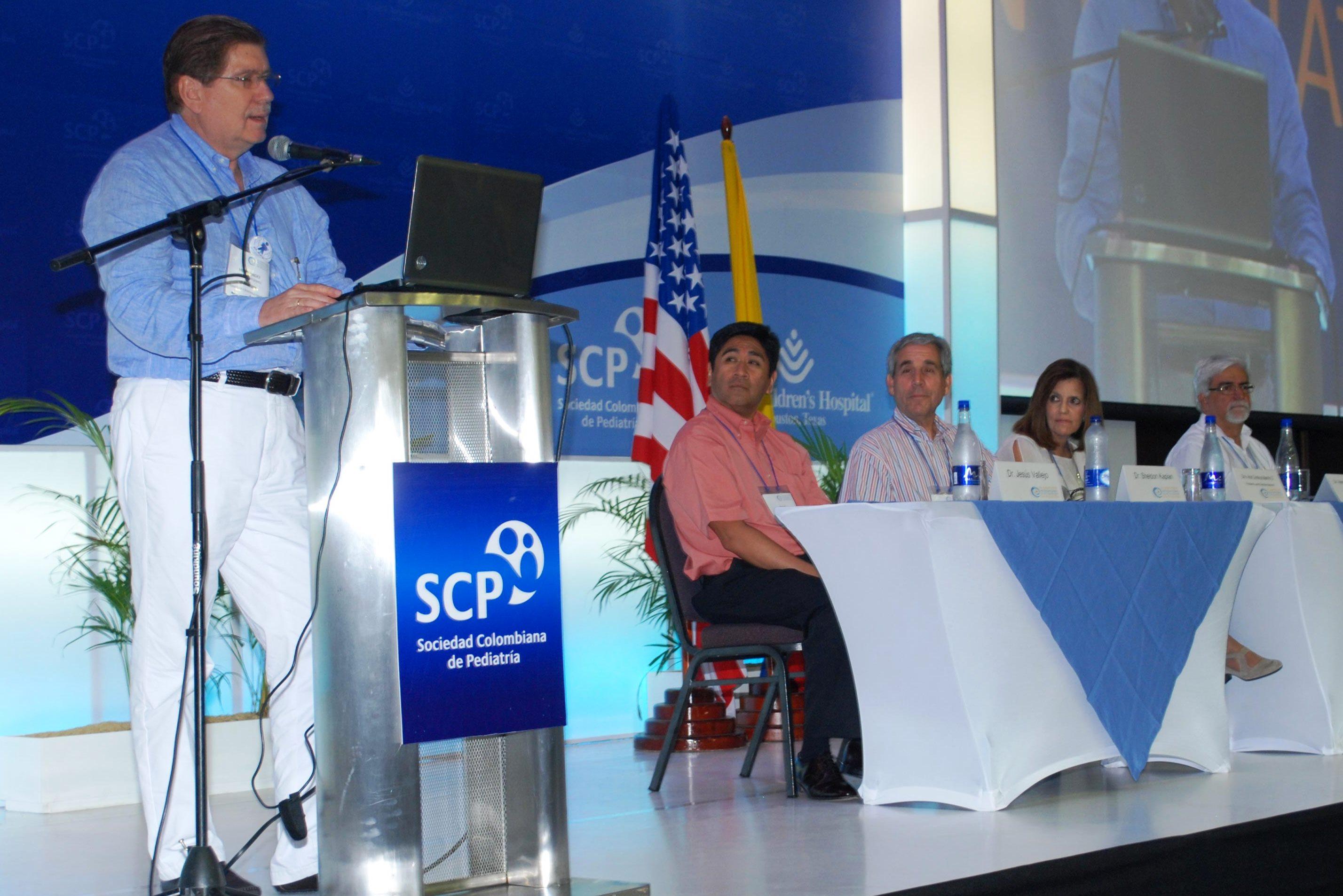 Aliados académicos internacionales, en la reunión pediátrica del país para 2015