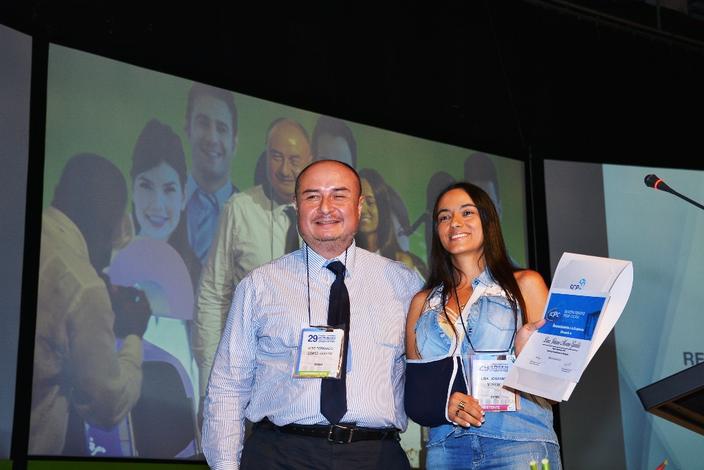 Lina Johana Moreno recibió el Premio Residente Destacado 2015