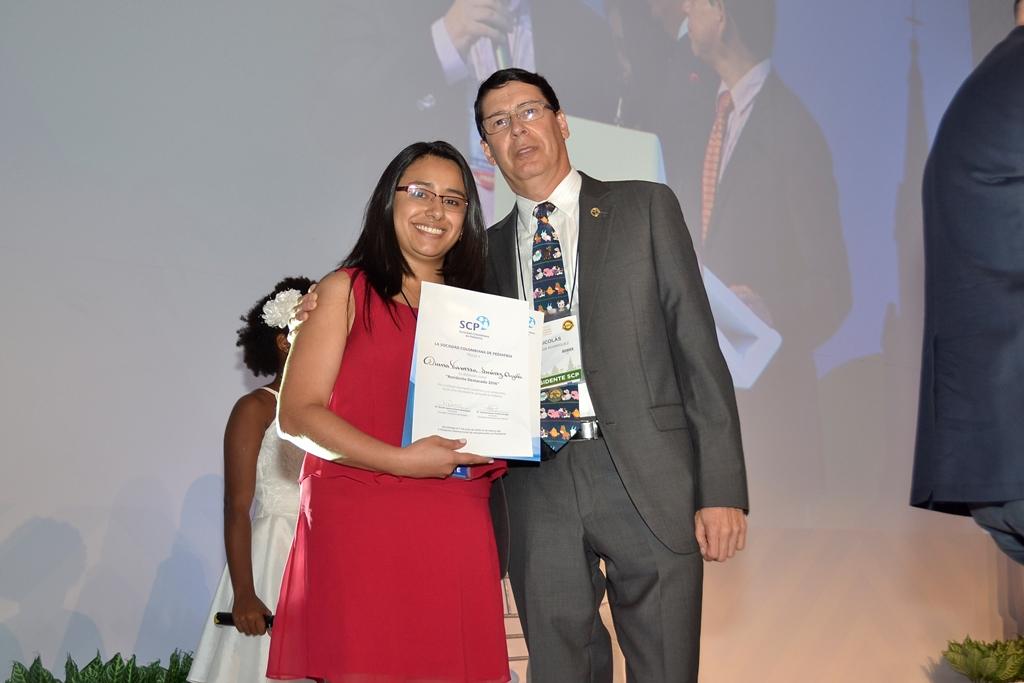 Se entregó el 'Premio Residente Destacado 2016': Diana Vanessa Suárez, de la U. Libre Seccional Cali