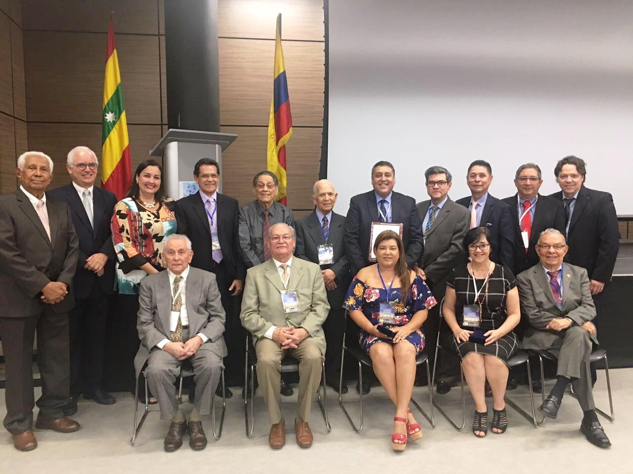 Sociedad Colombiana de Pediatría condecora a sus regionales en el marco de su Centenario